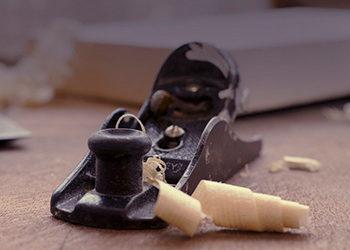 Cómo lijar y barnizar suelos de madera